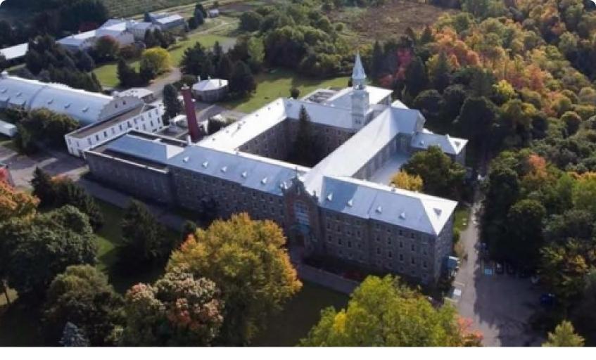 Abbaye d'Oka vu de haut