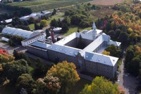 Abbaye d'oka vue de haut