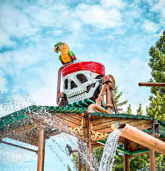 Chaudière crâne de pirate avec perroquet et jets d'eau